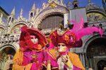 Carnaval Venise devant Basilique San Marco