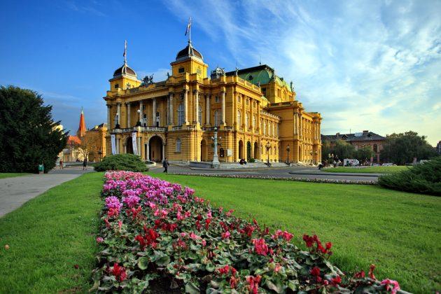 PETITE Zagreb-Theater-C-ONT-Croatie-Boris-Kacan